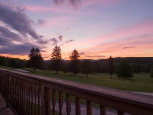 Mulligan's Pub at Windham Country Club deck at sunset