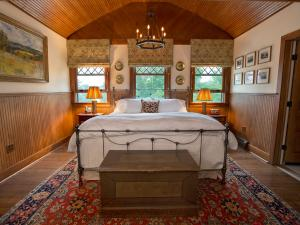 bedroom at the Deer Mountain Inn