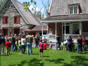 School children listing to a tour at the main Bronck Museum house