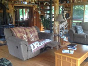Armstrong's Elk Farm Guest House Living Room