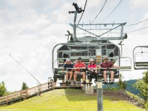Group on the Hunter Mountain Scenic Skyride